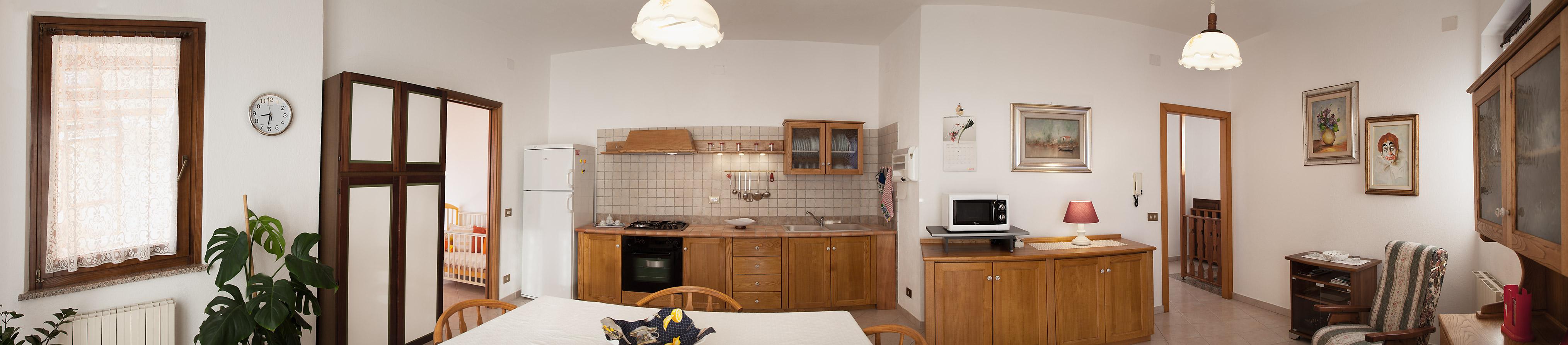 Foto panoramica soggiorno con cucina
